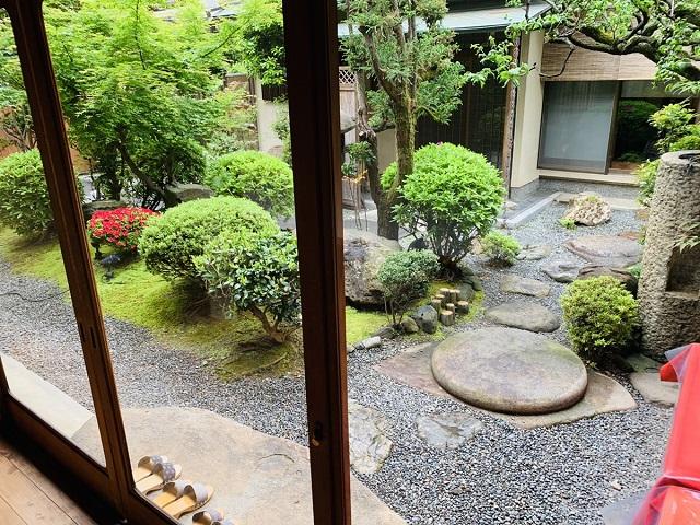 京都つゆしゃぶCHIRIRI本店庭