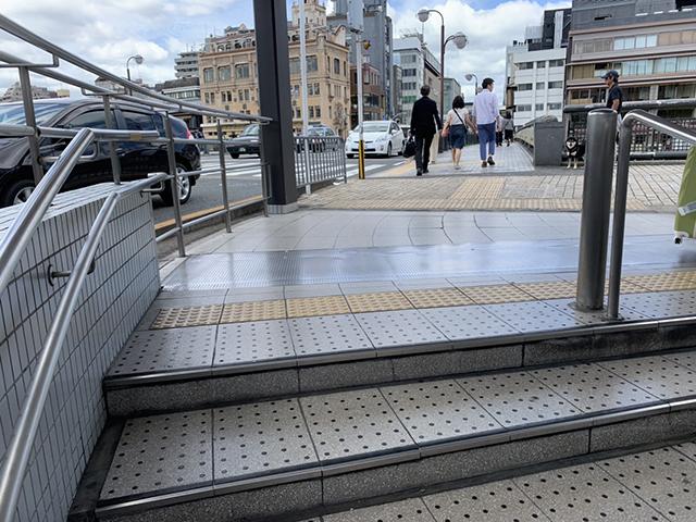 祇園四条駅地上